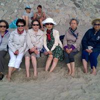 """2017 - Les dames du groupe """"FLE Seniors"""" à la sortie de fin d'année en baie de Somme."""